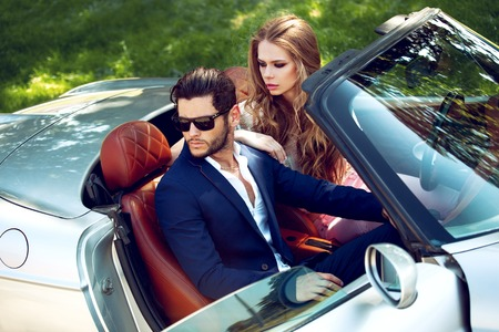 Photo pour Sexy couple in the car. Luxury life. - image libre de droit