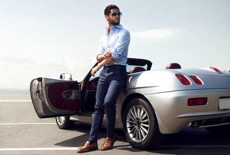 Photo pour Handsome man near the car. Luxury life. - image libre de droit