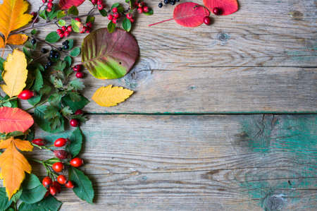 Foto de presents with autumn leaves decoration on rustic wooden background in Autumn holidays - Imagen libre de derechos