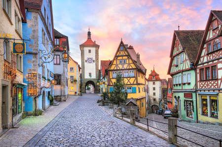 Foto de Colorful half-timbered houses in Rothenburg ob der Tauber, Germany - Imagen libre de derechos