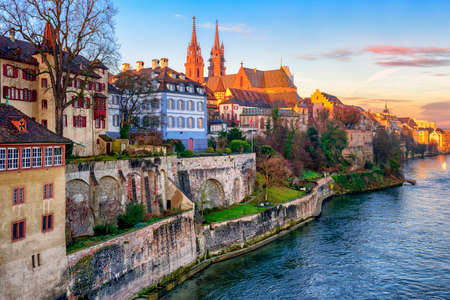 Photo pour Old town of Basel with red stone Munster cathedral on the Rhine river, Switzerland - image libre de droit