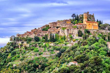 Photo pour Eze hilltop village is a famous resort and tourist destination on French Riviera by Nice, Provence, France - image libre de droit