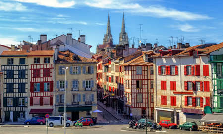 Photo pour Colorful houses in the Old Town center of Bayonne, french Basque Country, France - image libre de droit