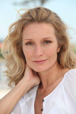 Photo pour Blond woman - image libre de droit