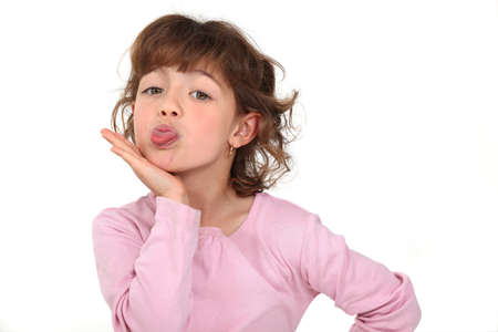 Photo pour Little girl sticking out her tongue - image libre de droit