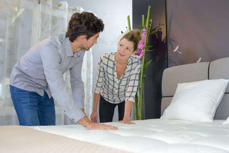 Photo pour touching the mattress - image libre de droit