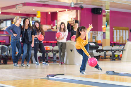 Photo pour right posture on bowling - image libre de droit