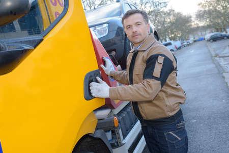 Photo pour towing a car - image libre de droit