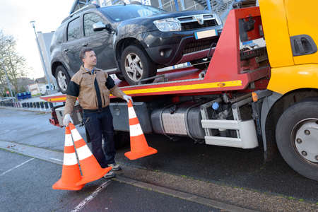 Photo pour a tow truck takes away a broken car - image libre de droit