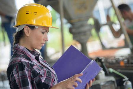Foto de female worker looking up in warehouse - Imagen libre de derechos