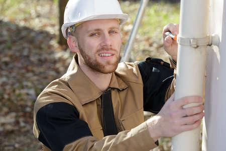 Photo pour replacing the rain drainage pipe - image libre de droit