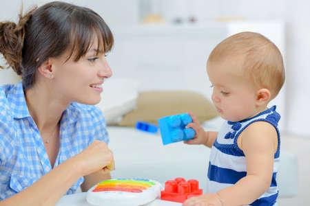 Photo pour mother playing the child - image libre de droit