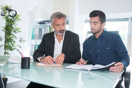 Photo pour the contract signing - image libre de droit
