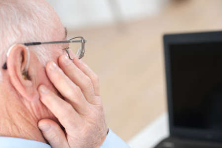 Foto de hearing aid for the elderly man - Imagen libre de derechos