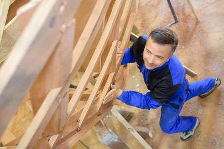 Photo pour carpenter holding wood in workshop - image libre de droit