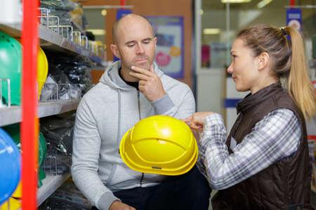 Photo pour buying construction helmets - image libre de droit