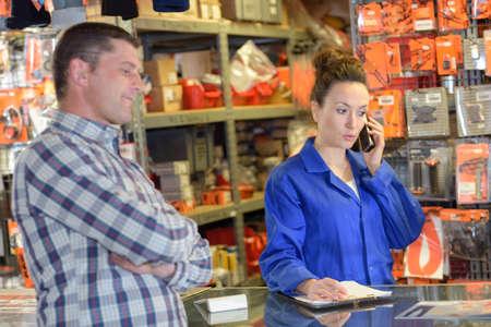 Foto de female shop assistant helping customer - Imagen libre de derechos