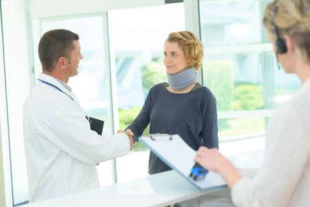 Photo pour doctor and patient handshaking - image libre de droit