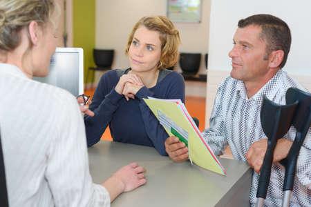 Photo pour financial advisor with couple in office - image libre de droit