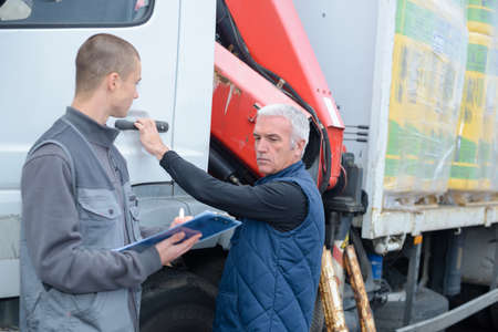 Photo pour two men working on a truck - image libre de droit