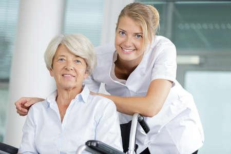 Photo pour two women embracing each in hospital - image libre de droit