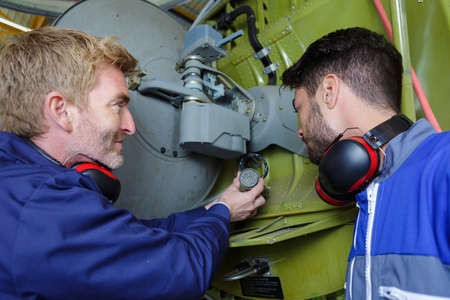 Photo pour motor mechanic discussing with engineer task - image libre de droit