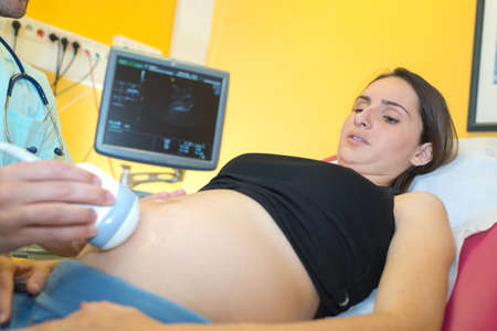 Photo pour doctor doing 3d ultrasound on pregnant woman in clinic - image libre de droit