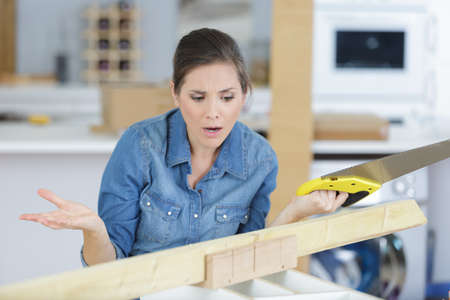 Photo pour Woman having problems while doing diy - image libre de droit
