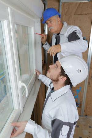 Photo pour window fitting installation process for woodhouse modernization - image libre de droit