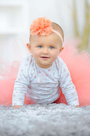 Photo pour beautiful baby girl crawling and rolling over in bed - image libre de droit