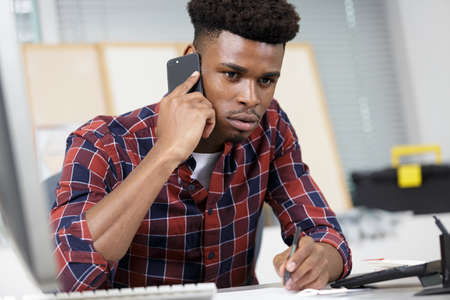 Photo pour young man on the phone having trouble with his priorities - image libre de droit