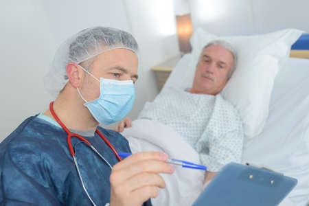 Photo pour male doctor showing results to patient - image libre de droit