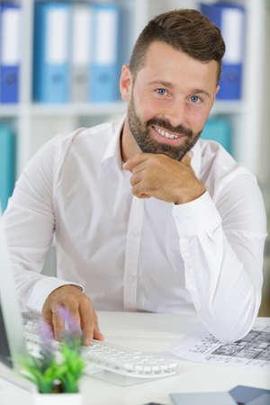 Photo pour A confident and happy business executive - image libre de droit