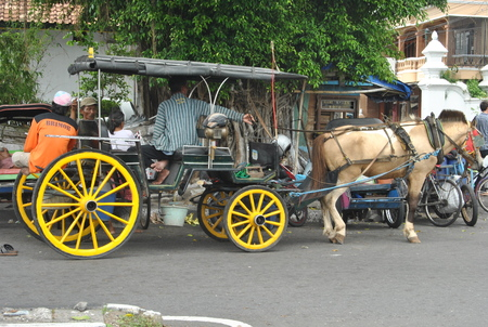 Foto de Andong is one of the means of transportation that is still on guard sustainability in yogyakarta, in addition to transport goods andong also in use as a tour for the city of Yogyakarta - Imagen libre de derechos