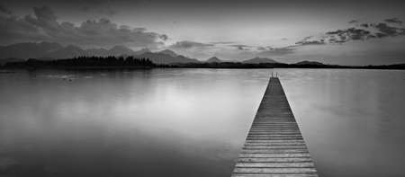 Foto de Long Wooden Pier into Lake Hopfensee in the Bavarian Alps, Black and White - Imagen libre de derechos