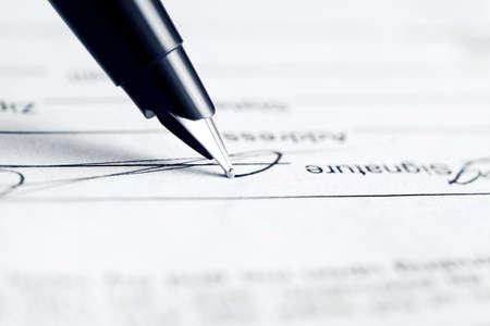 Foto de Signing contract - Imagen libre de derechos