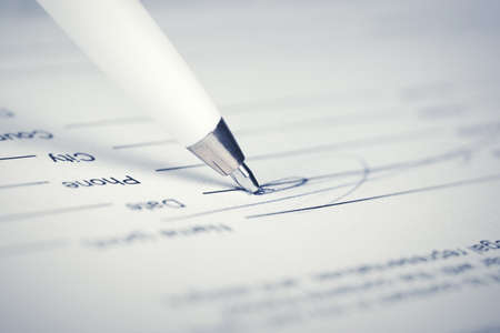 Foto per Signing contract - Immagine Royalty Free