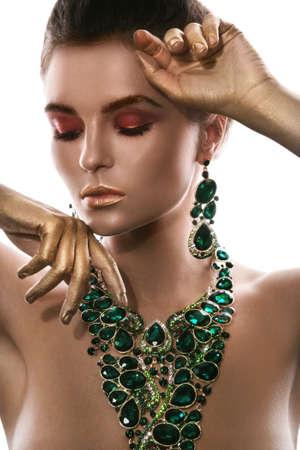 Foto de Gorgeous woman is wearing big beautiful necklace with a lot of gems - Imagen libre de derechos