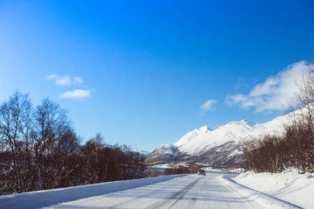 Photo pour winter road at the norwegian mountains.  Lofoten Islands. Norway.   - image libre de droit