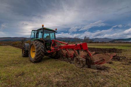 Photo pour Tractor plowing fields. Preparing land for sowing in autumn. - image libre de droit