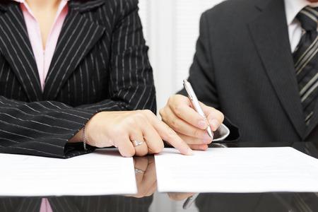 Photo pour business woman  show a businessman  to sign a agreement - image libre de droit