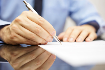 Photo pour businessman is writing a letter or signing a agreement - image libre de droit