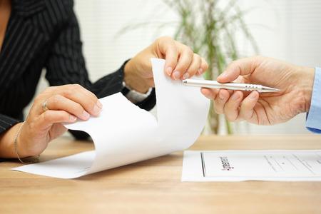 Foto de Woman tears agreement documents  in front of agent who wants to get  a signature - Imagen libre de derechos