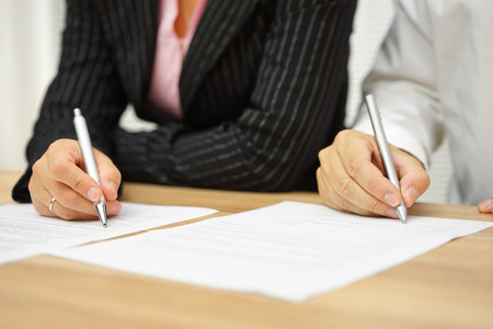 Photo pour businesswoman and businessman signing contract in the office - image libre de droit