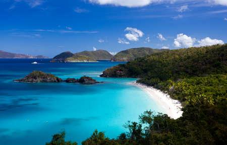 Foto de Trunk Bay on the Caribbean island of St John in the US Virgin Islands - Imagen libre de derechos