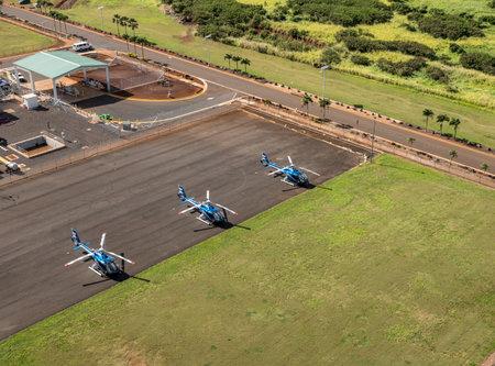 Foto de LIHUE, KAUAI - JANUARY 19, 2018: Blue Hawaiian Eco Star helicopters on the ground at Lihue - Imagen libre de derechos