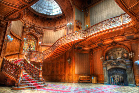 Photo pour old wooden stairs in an old building - image libre de droit