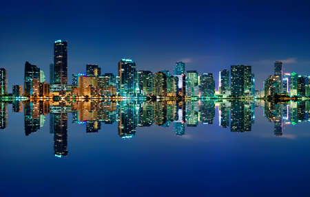 Photo pour The Miami skyline at night with almost no clouds and nearly perfect reflections - image libre de droit