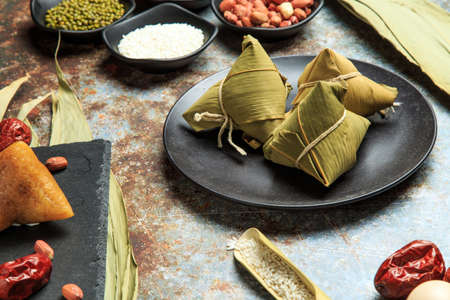 Photo pour Chinese traditional snack - zongzi - image libre de droit