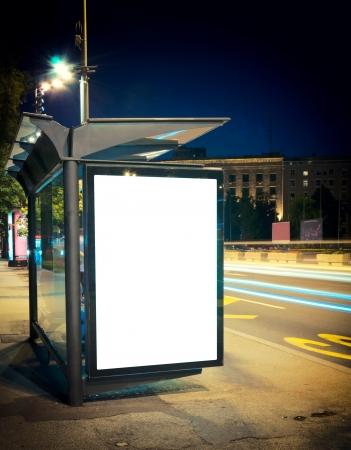 Foto de Night bus station with blank billboard - Imagen libre de derechos